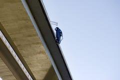 Автокатастрофа, понижаясь от моста, небылица, реальность Стоковое Фото