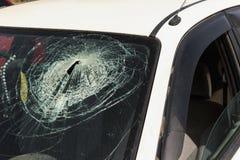 Автокатастрофа - поломанное лобовое стекло Стоковое Изображение