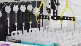 Автоматизированная лаборатория внутри технически выдвинула клинику проводит исследование направленное на сражаясь диабет, глубоко сток-видео