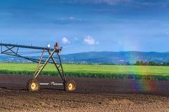 Автоматизированный обрабатывающ землю сыстем опылительного орошения полива в деятельности Стоковые Изображения