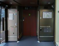 Автоматическая дверь для зеленого автомобиля класса сверхскоростного пассажирского экспресса серии E7/W7 Стоковые Изображения RF