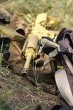 автоматическая винтовка backpacks стоковая фотография rf