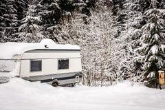 Автоматическая располагаясь лагерем зима Стоковое фото RF