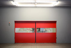 Автоматические красные двери Стоковая Фотография