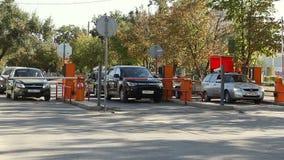 Автоматический барьер безопасностью на автостоянке акции видеоматериалы