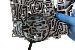Автоматический ремонтник обслуживания для автоматических коробок передач держит Стоковое Изображение
