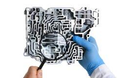 Автоматический ремонтник обслуживания для автоматических коробок передач держит Стоковые Изображения