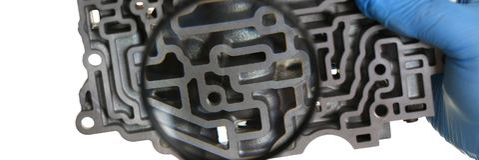 Автоматический ремонтник обслуживания для автоматических коробок передач держит Стоковые Фото