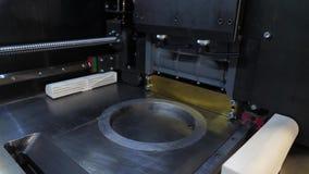 Автоматический трехмерный принтер 3d выполняет творение продукта Современное производство печатания 3D или добавки и сток-видео