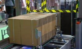 Автоматический эректор коробки стоковые изображения rf