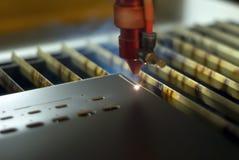 Автоматическое вырезывание лазера стоковые фото