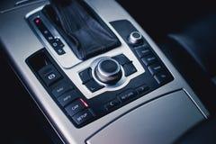 Автоматическое transnission Рулевое колесо, приборная панель, спидометр, дисплей Стоковое фото RF