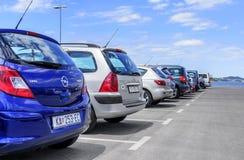 Автомобили автостоянки в порте Стоковые Изображения