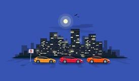 Автомобили автостоянки на улице дороги с горизонтом Backgrou города ночи Стоковое Фото