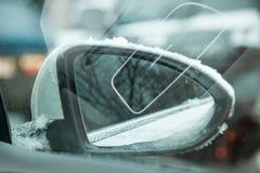 Автомобили взгляда внутренние Управляющие элементы Отражения на стекле Для украшения и дизайна взгляд зеркала автомобиля стоковое фото rf