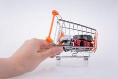 Автомобили в покупках тележка Стоковые Фотографии RF