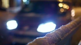 Автомобили городского тумана ночи видеоматериал
