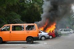 автомобили горят разрушенный комплект Стоковое Фото