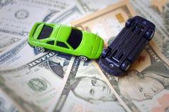 Автомобили игрушки внутри acciden стоковые фото