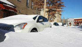 автомобили идут снег вниз Стоковая Фотография