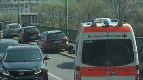 Автомобили машины скорой помощи Германия, Трир, 1-ое апреля 2019 акции видеоматериалы