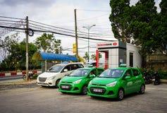 Автомобили паркуя на улице в Dalat, Вьетнаме Стоковые Фотографии RF