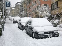 автомобили припарковали улицу Стоковые Фотографии RF