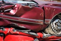 автомобили сплющили красный цвет стоковая фотография rf