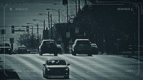 Автомобили CCTV на главной дороге на солнечный день акции видеоматериалы