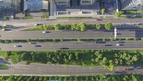 Автомобили Higway двигая взгляд сверху видеоматериал