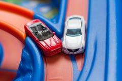 Автомобильная авария 2 игрушки масштабной модели на дороге обои вектора движения варенья автомобилей асфальта безшовные тупоумие Стоковая Фотография RF