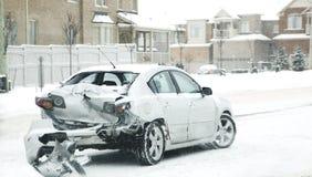 Автомобильная катастрофа в зиме Опасность катания в зиме стоковые фотографии rf
