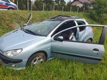 Автомобильная катастрофа и медицинская помощь стоковые фото
