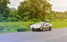 Автомобильная катастрофа на дороге стоковые фото