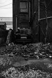 Автомобильная катастрофа против стены кирпичей стоковое изображение rf