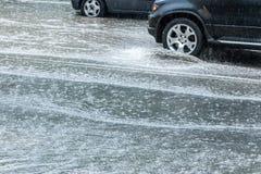 Автомобильное движение во время проливного дождя Стоковое Изображение