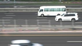 Автомобильное движение на шоссе Дубай, Объединённые Арабские Эмиратыы сток-видео