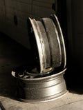 автомобильное колесо магазина обслуживания оправ стоковые изображения rf