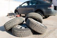 Автомобильное обслуживание автошины колеса Стоковые Изображения RF