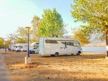 Автомобильное путешествие каравана в осени Стоковые Изображения