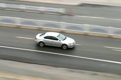 Автомобиль 2 бросать вниз с дороги стоковые изображения