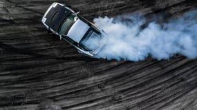 Автомобиль взгляд сверху перемещаясь, перемещаться водителя вида с воздуха профессиональный Стоковые Изображения RF