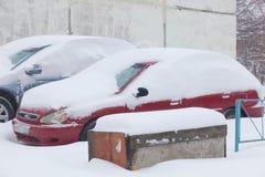 Автомобиль в снежке Много снег чистка Стоковое Изображение RF