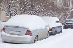 Автомобиль в снежке Много снег чистка Стоковые Фотографии RF