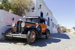 Автомобиль год сбора винограда в улице Colonia стоковое изображение