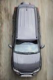 Автомобиль двигает вдоль взгляд сверху дороги Стоковое Фото
