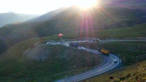 Автомобиль движения горы дороги сток-видео