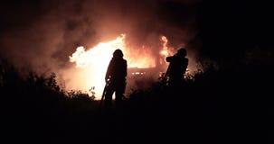 Автомобиль зацеплянный огонь сток-видео