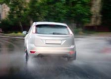 Автомобиль идет идти дождь Стоковые Фото