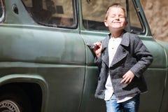 автомобиль мальчика ближайше Стоковое Изображение